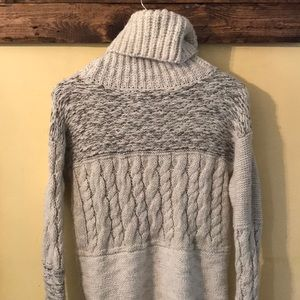 aa5ca42387 Abercrombie   Fitch Sweaters - Cozy Abercrombie cowl neck bulky sweater